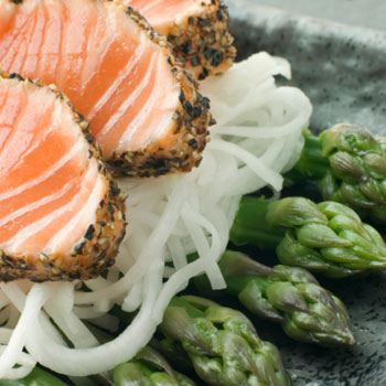 Grilled Salmon with Asparagus & Onions